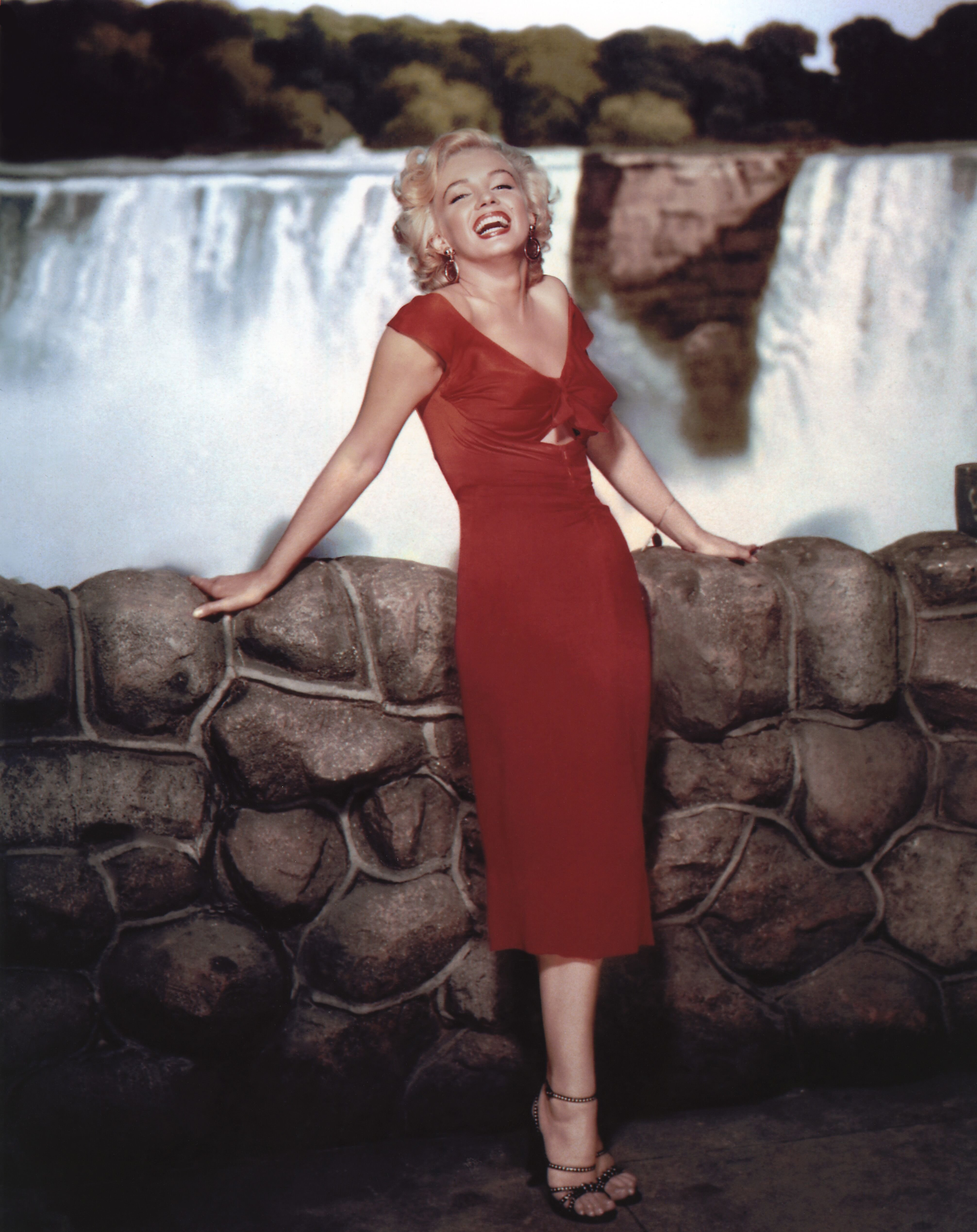 """Marilyn Monroe on the set of the 1953 film, """"Niagara"""" 