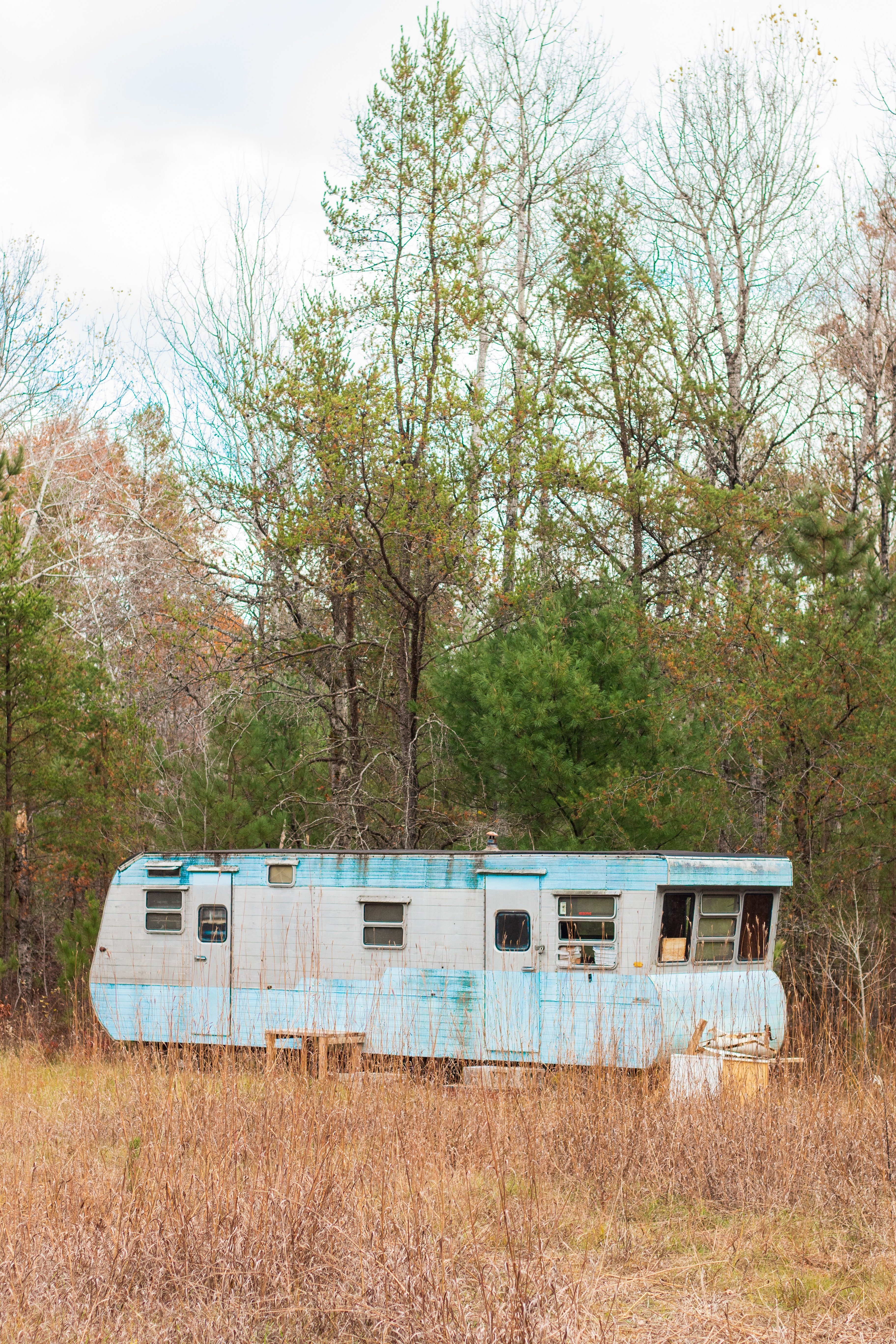A mobile home in the woods   Source: Unsplash.com