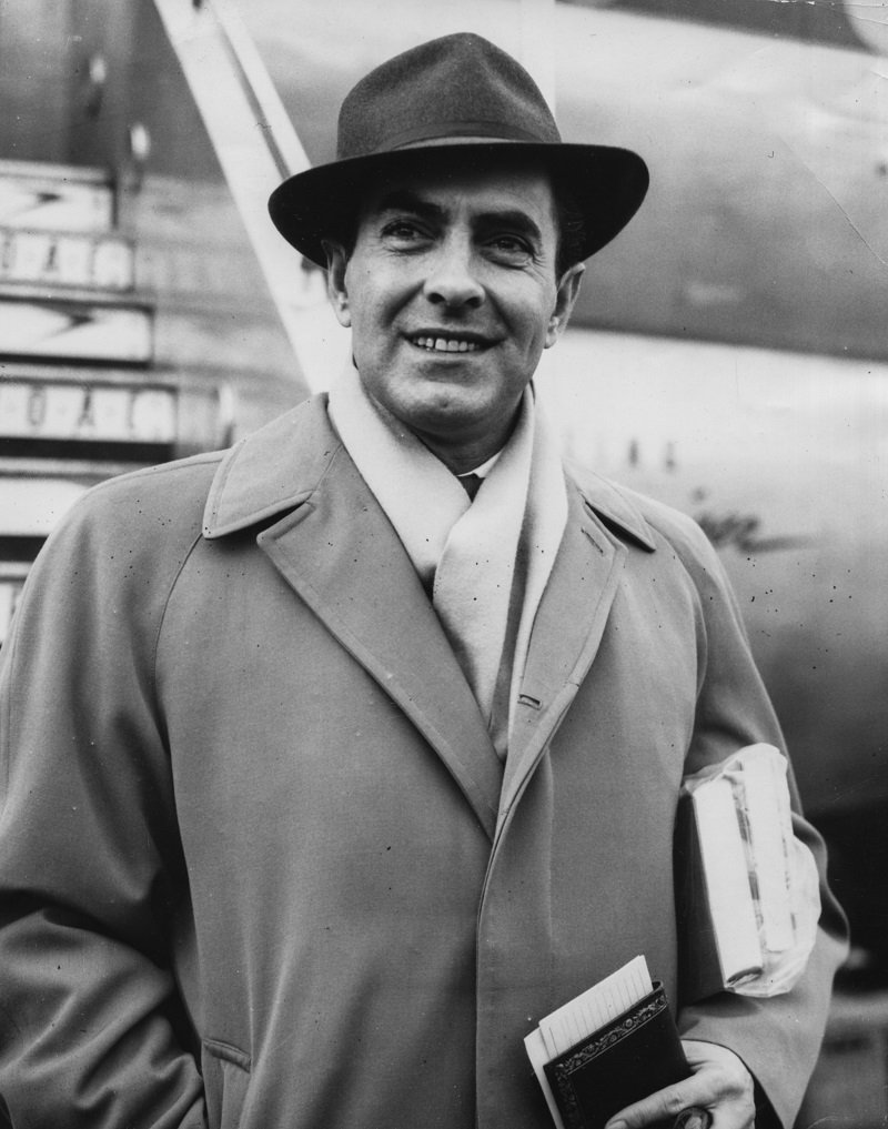 Tyrone Power at London Airport, England, in January 1956   Photo: Getty Images