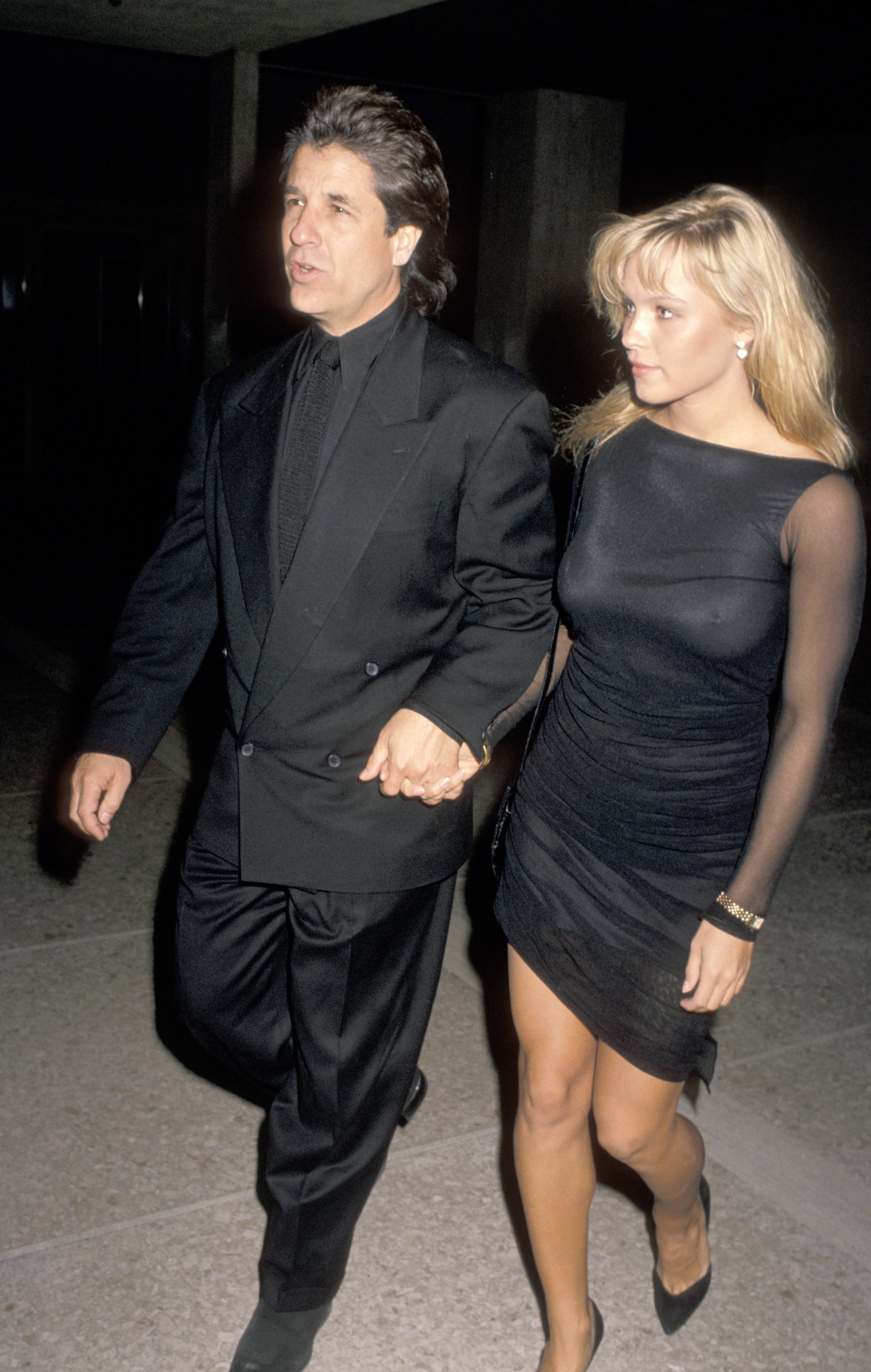 "Pamela Andersona and Jon Peters attending the premiere of the movie ""Glory"" in Los Angeles, California, in 1989 