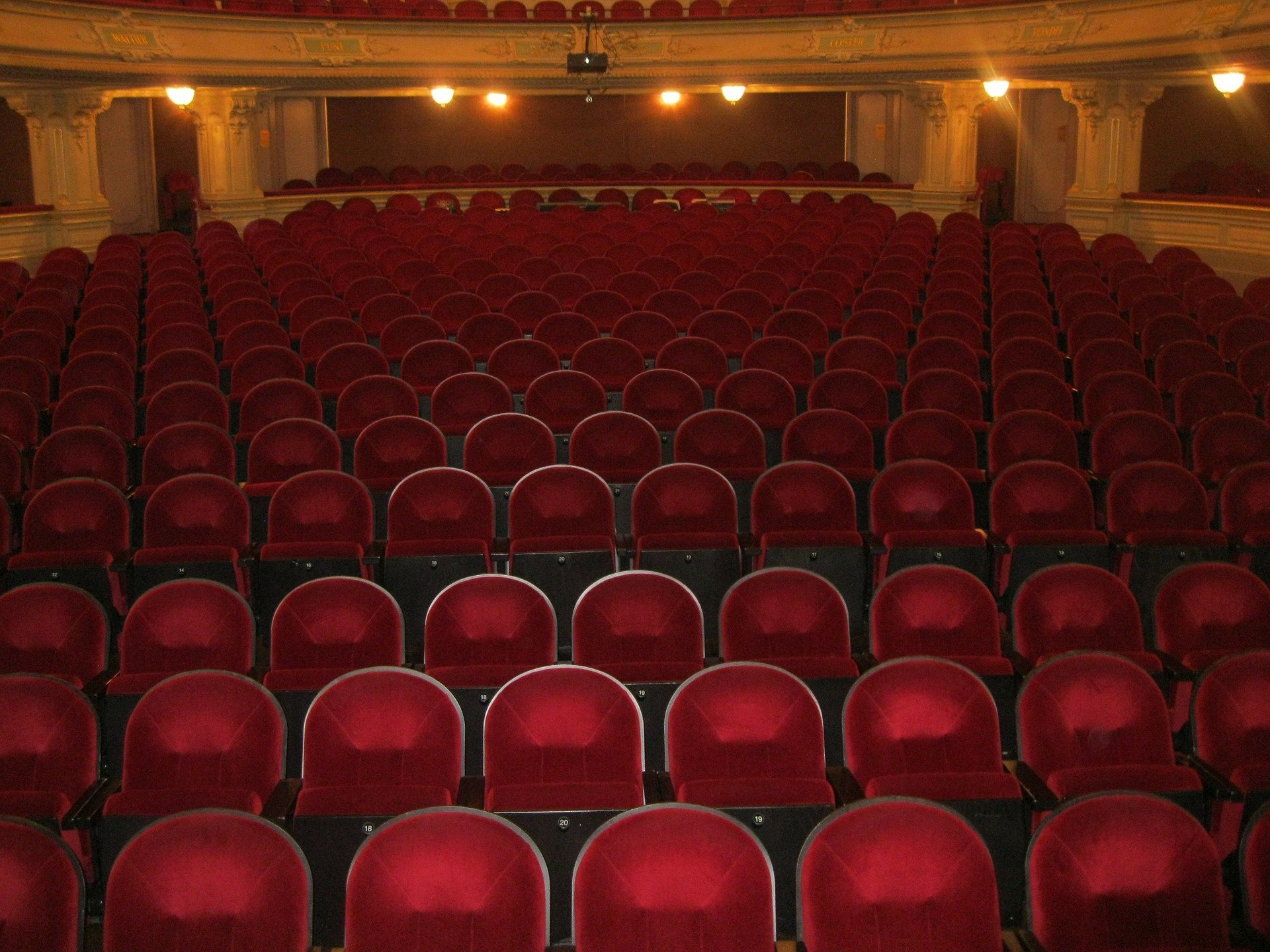 A theater of empty seats. | Photo: Pixabay