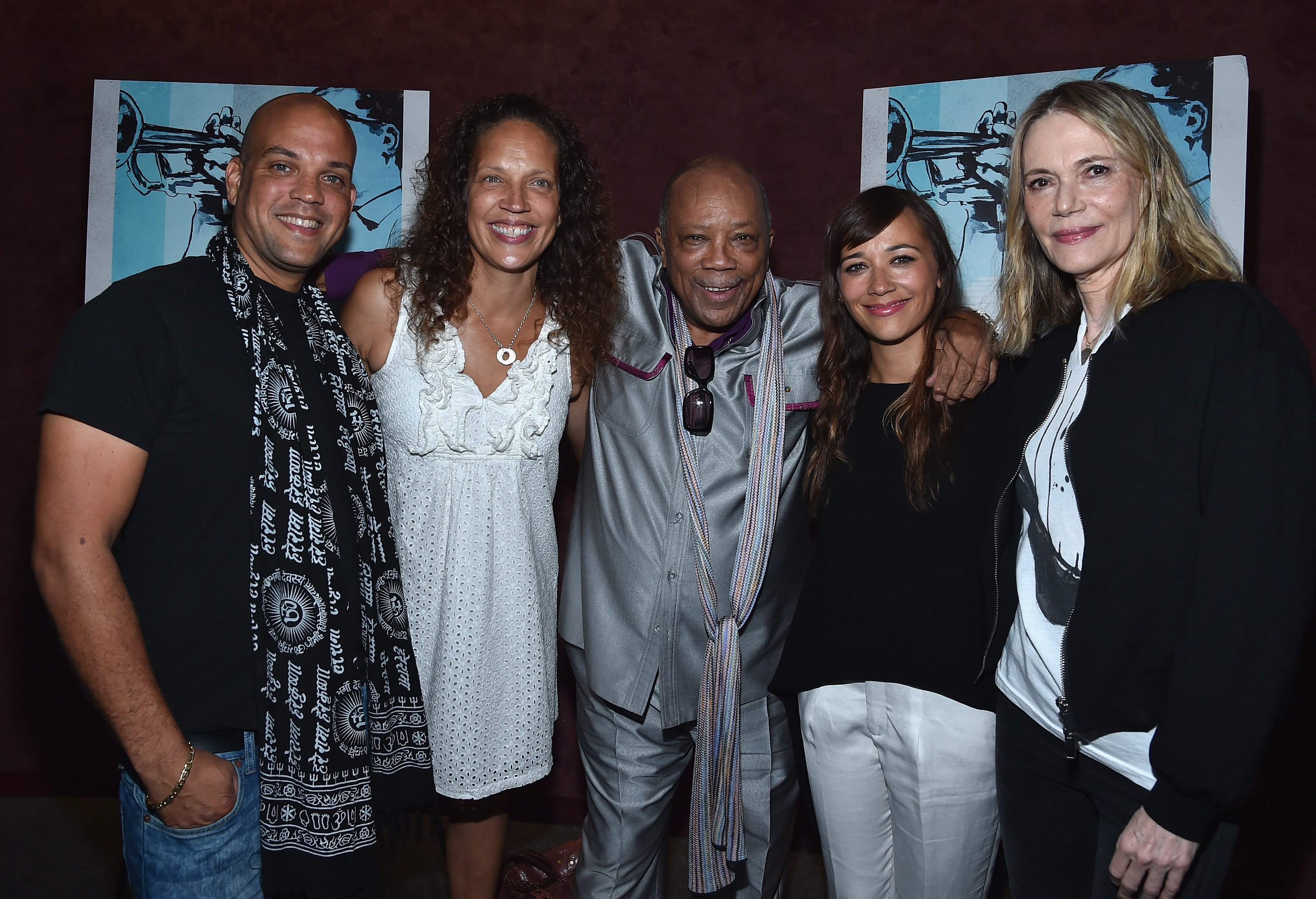 "Peggy Lipton posing with Quincy Jones III, Martina Jones, Quincy Jones and Rashida Jones at the premiere of RADIUS-TWC's ""Keep On Keepin' On"" in Los Angeles, California 