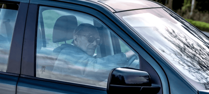 Prince Philip driving without a seatbelt - CBS This Morning