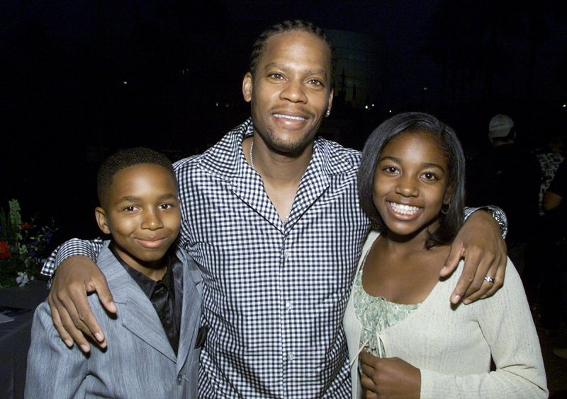 Dee Jay Daniels, DL Hughley, and Ashley Monique Clark in Los Angeles, California on July 16, 2001 | Photo: Getty Images