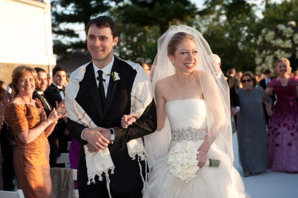 Chelsea Clinton (R) weds Marc Mezvinsky at the Astor Courts Estate on July 31, 2010, in Rhinebeck, New York.   Source: Getty Images.
