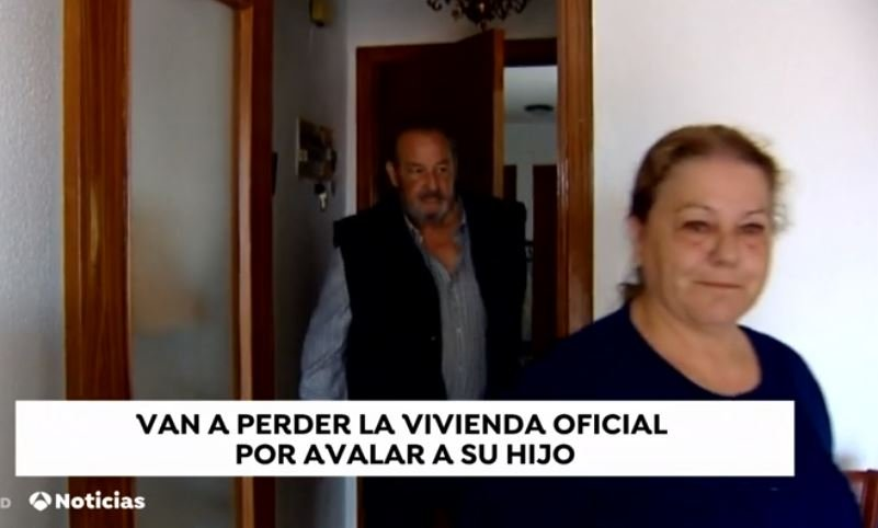 Ancianos durante una entrevista.  Fuente: Antena 3 Caputa