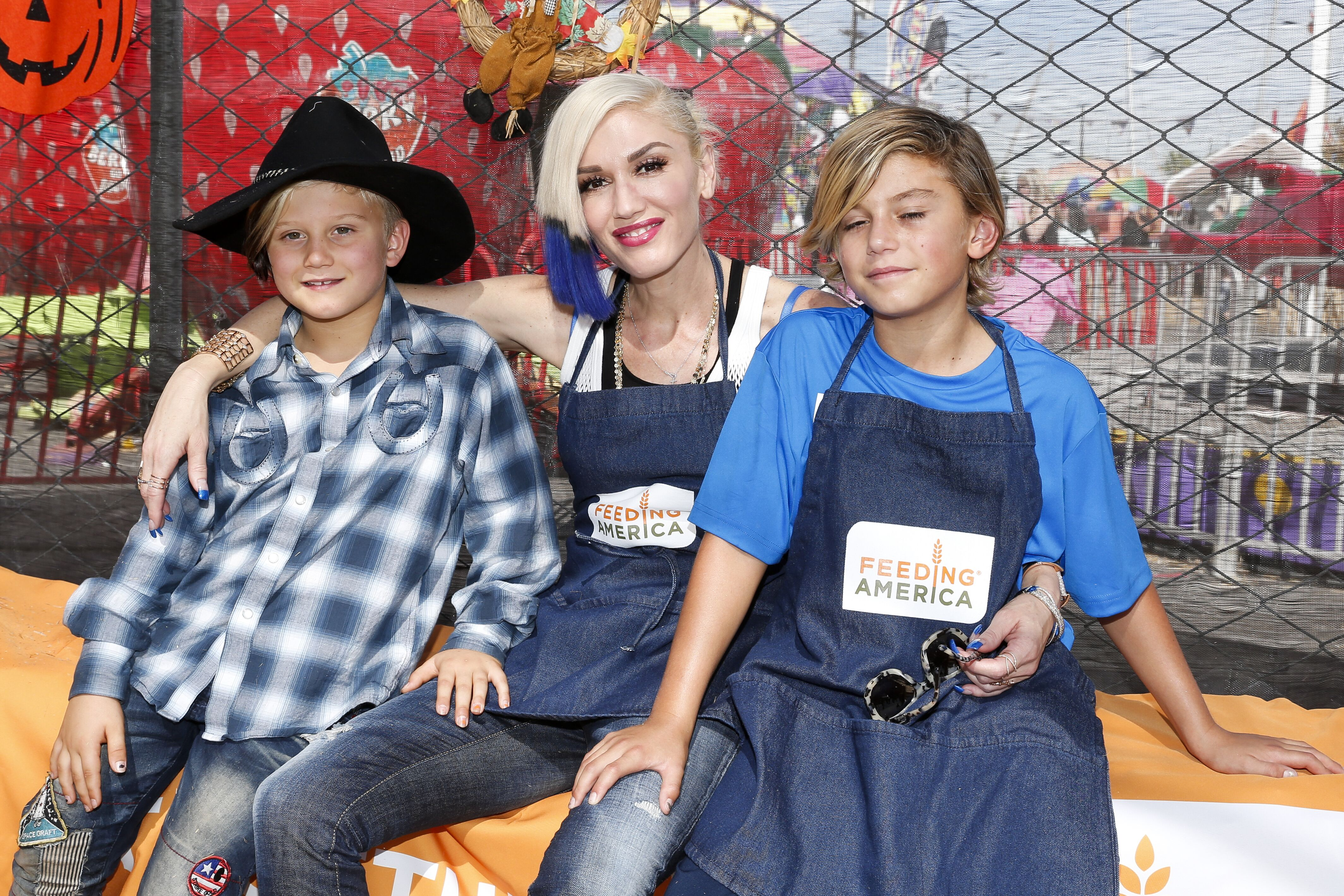 Zuma Rossdale, singer Gwen Stefani and Kingston Rossdale volunteer at the Feeding America Holiday Harvest event at Shawn's Pumpkin Patch in partnership with the LA Regional Food Bank | Getty Images