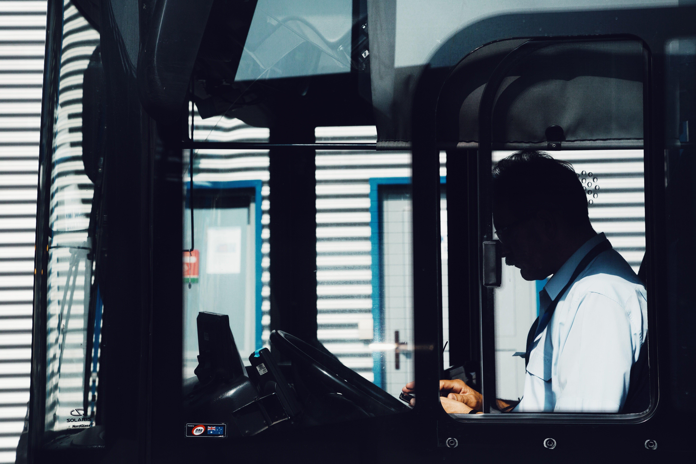 Conductor de autobús. │Foto: Unplash.com