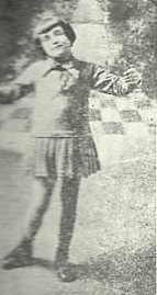 Edith Piaf as a child circa 1921 in Normandy | Source: Wikimedia