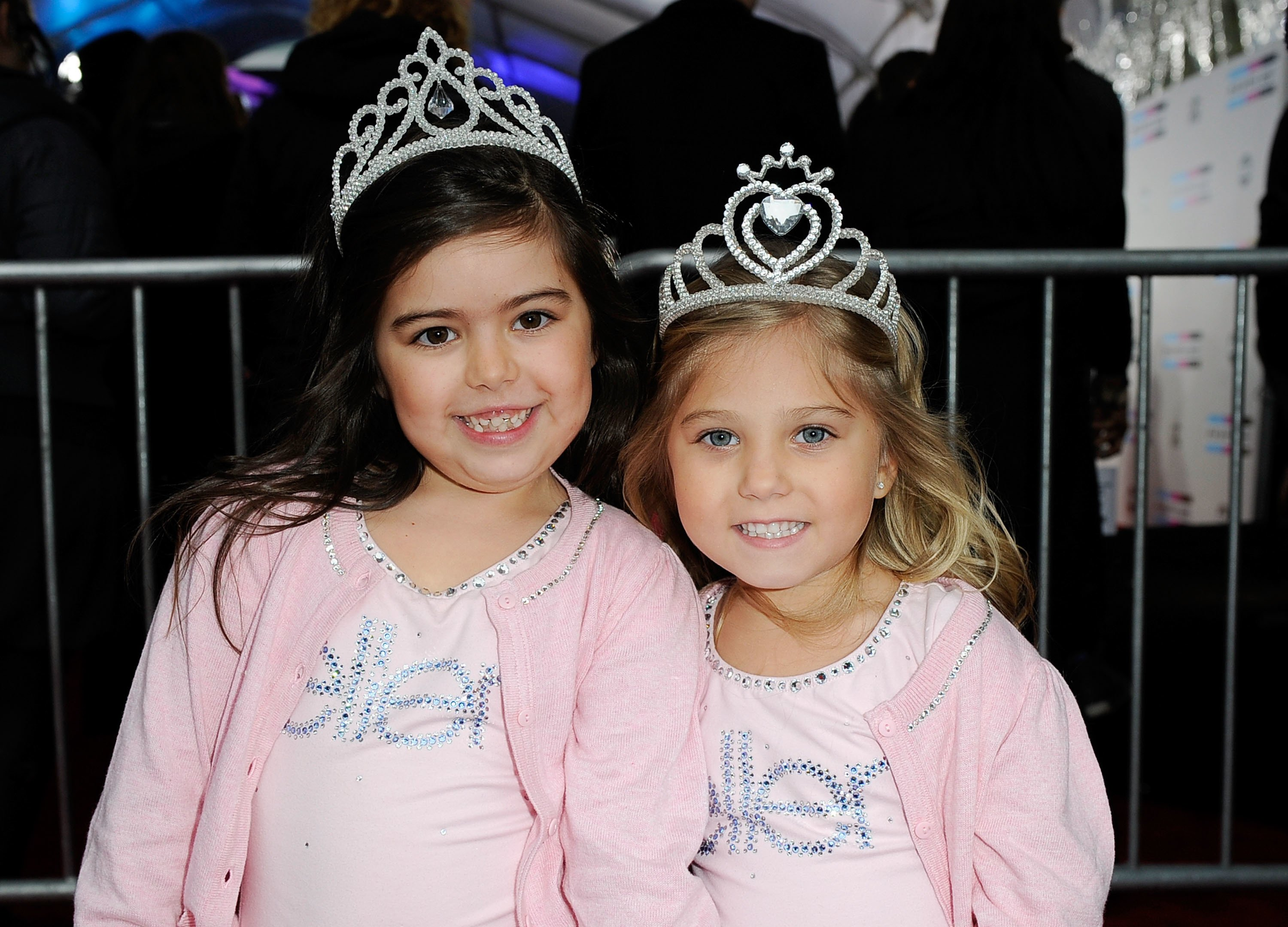 Sophia Grace Brownlee (R) and Rosie Brownlie arrive at the 2011 American Music Awards held at Nokia Theatre L.A. LIVE on November 20, 2011 in Los Angeles, California | Photo: Getty Images