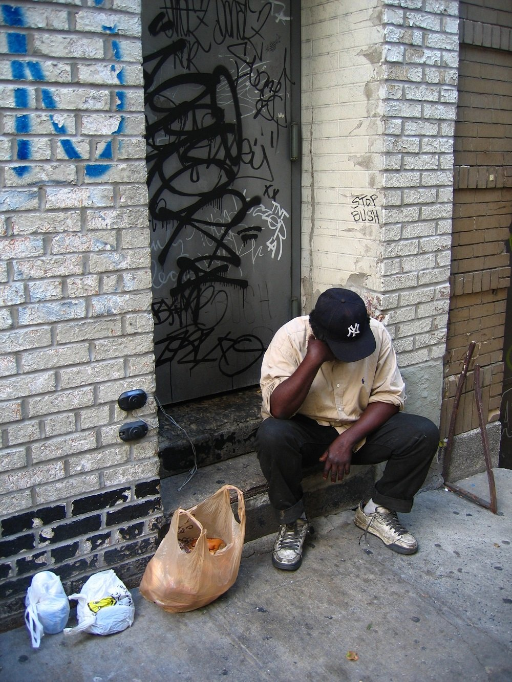 Hombre sin hogar. | Imagen: Wikimedia Commons