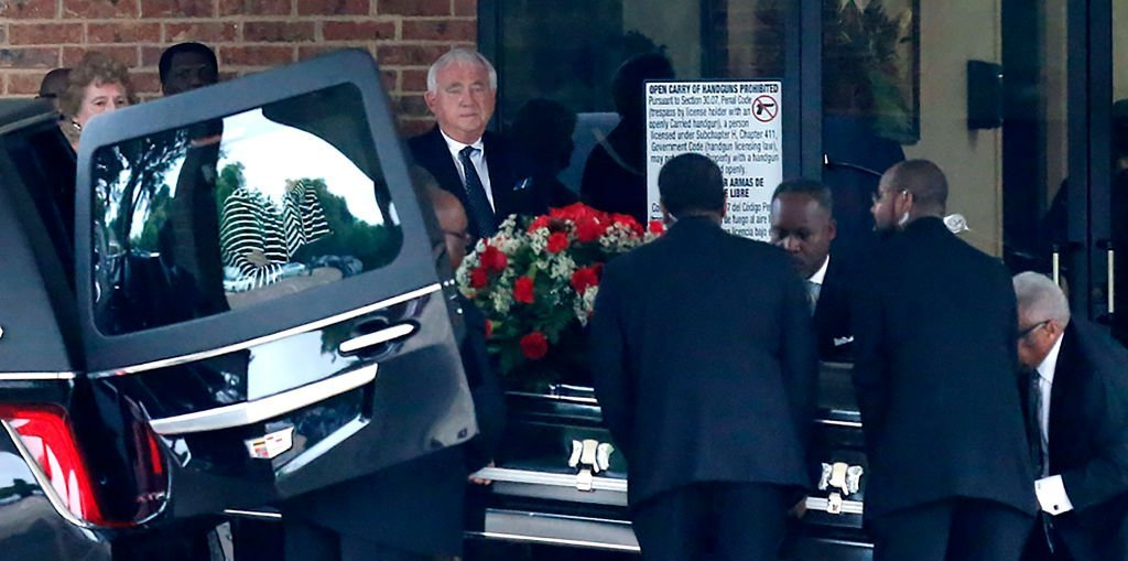 The casket arrives for the funeral service to commemorate Botham Shem Jean, 26, at the Greenville Avenue Church of Christ in Richardson, Texas | Photo: Getty Images