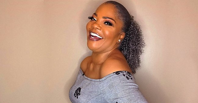 Mo'Nique Shows off Her Shoulders in Tight Gray Dress with Wide Black Belt after Major Weight Loss