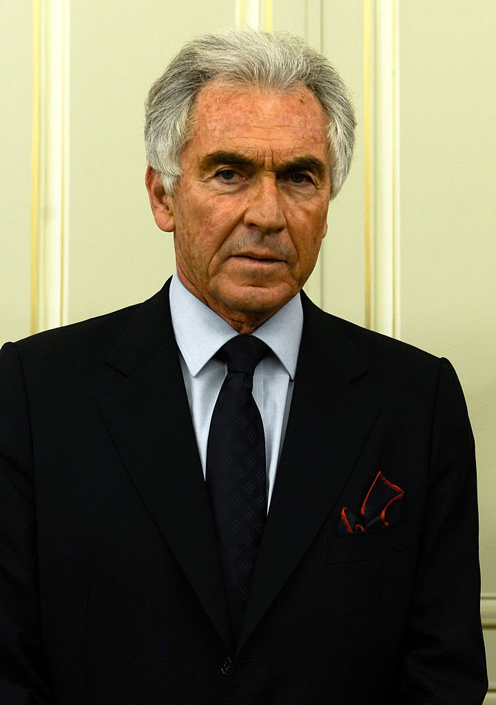 Jean Paul Enthoven, posant à la lauréate du Prix Femina 2013 au Meurice le 6 novembre 2013 à Paris, France. | Photo : Getty Images