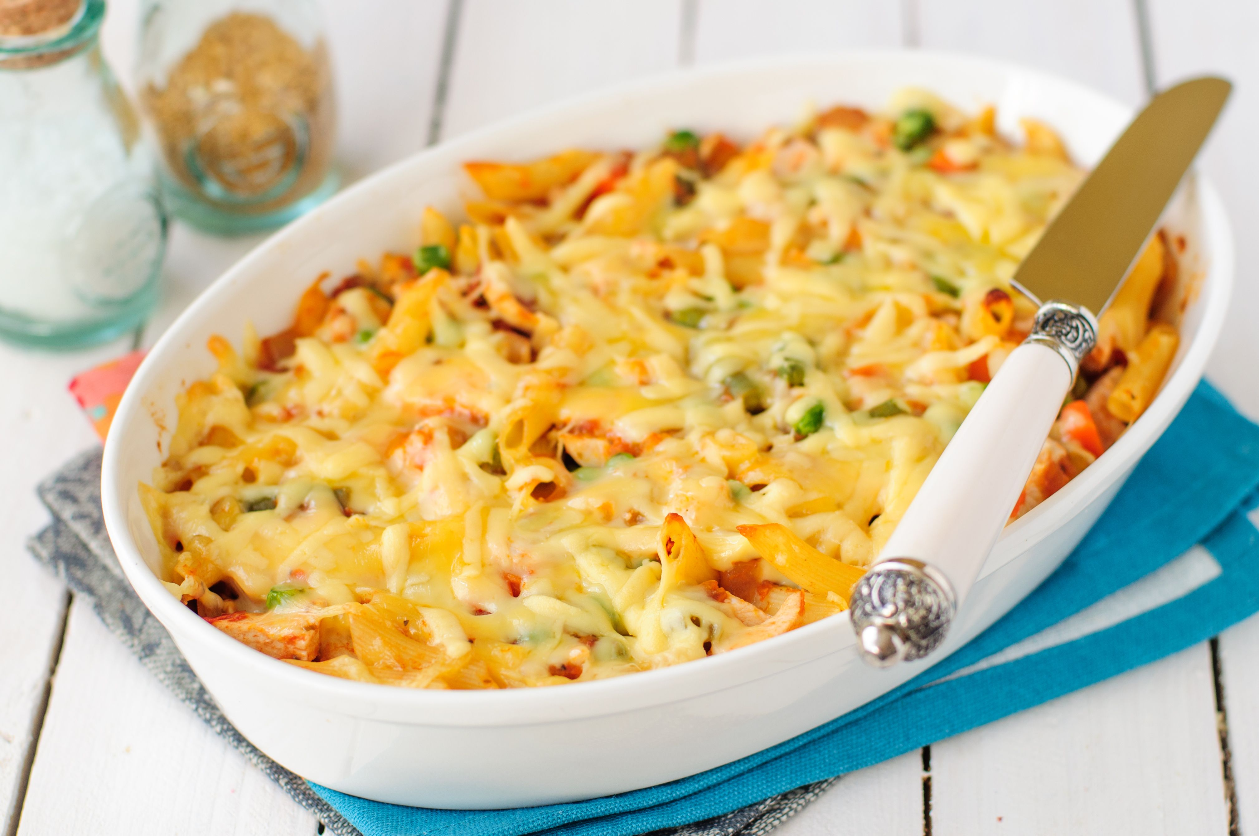 Macaroni, Pumpkin, Chicken and Cheese Pasta Bake served on a white plate. | Source: Shutterstock