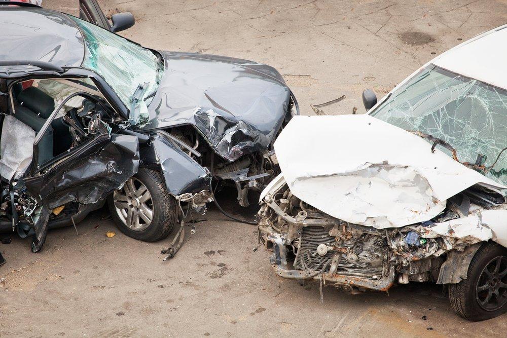 Image des voitures accidentés.   Shutterstock
