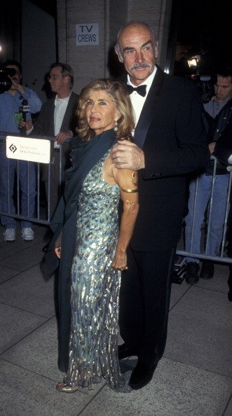 Sean Connery und seine Frau Micheline Connery, Film Society of Lincoln Center Gala, 1997 | Quelle: Getty Images