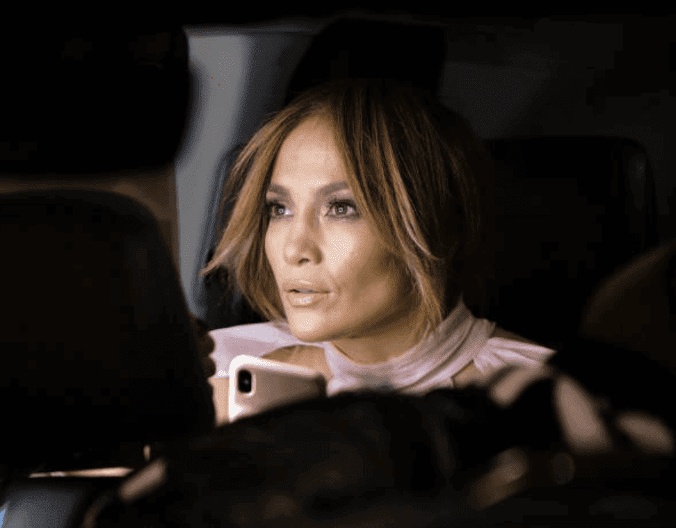 "Jennifer Lopez assise dans une voiture pendant le tournage du film ""Marry Me"" 