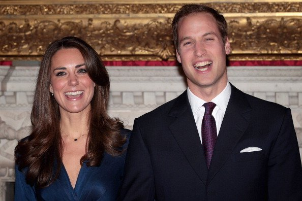 Prince William and Kate Middleton pose for photographs in the State Apartments of St James Palace on November 16, 2010, in London, England. Clarence House today announced the engagement of Prince William to Kate Middleton. | Source: Getty Images.