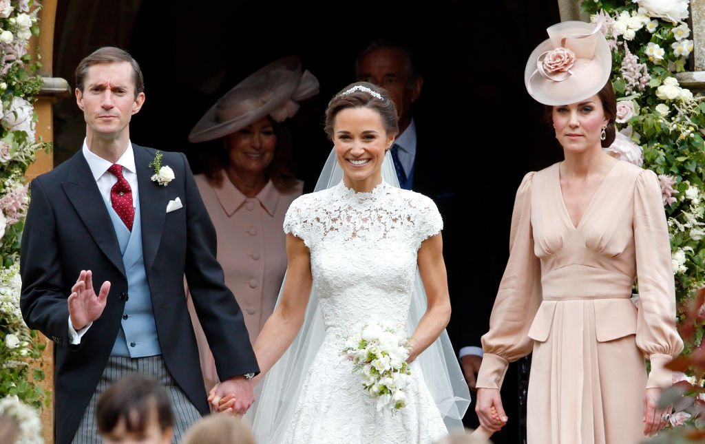 James Matthews et Pippa Middleton quittent l'église St Mark avec Catherine, Duchesse de Cambridge après leur mariage | Source : Getty Images