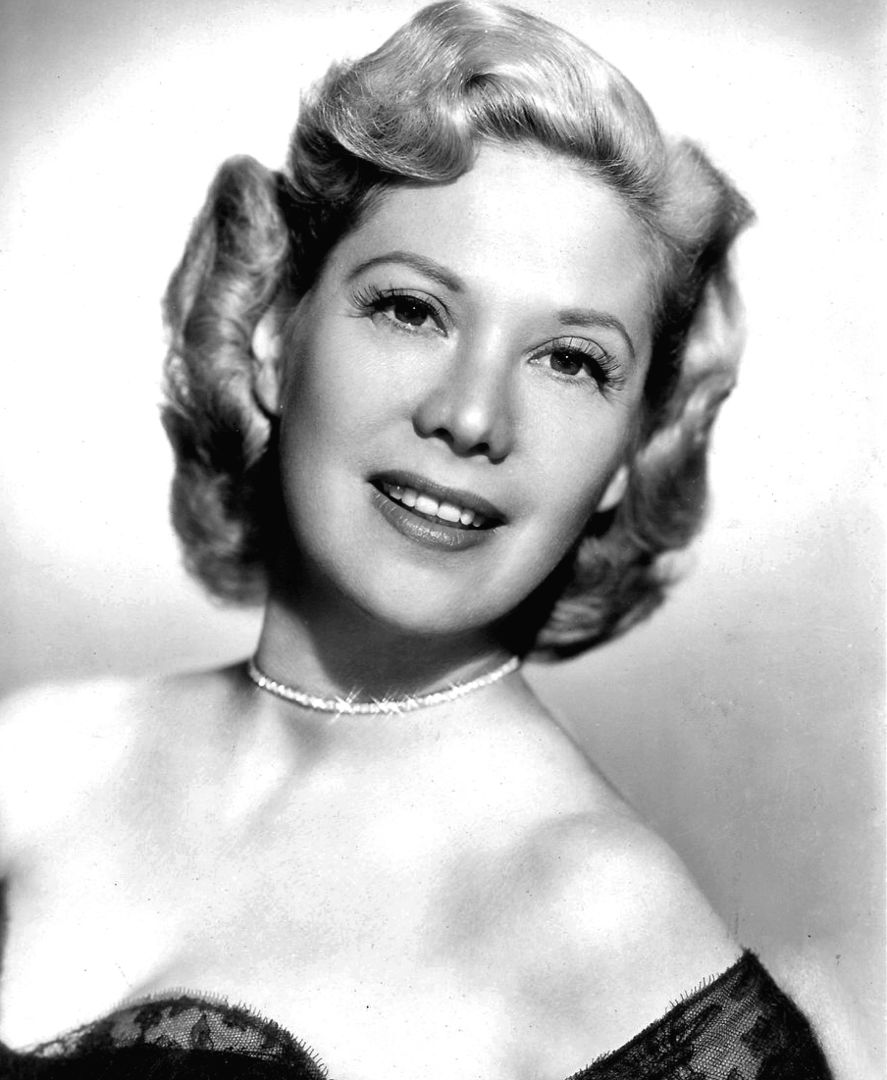 Photo promotionnelle de Dinah Shore aux environs de 1950. | Wikimedia Commons