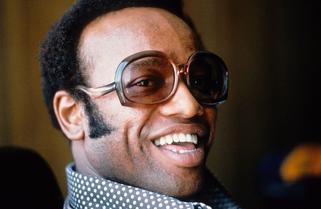 Bobby Womack poses for a portarit at home in 1974 in Los Angeles, United States. | Photo: Getty Images