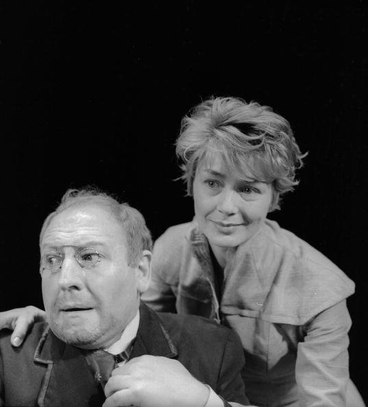 "eorges Wilson et Emmannuelle Riva dans ""Les enfants du soleil"" de M. Gorki. Production: G. Wilson. Paris, TNP, décembre 1960. LIP-160-021-020. 