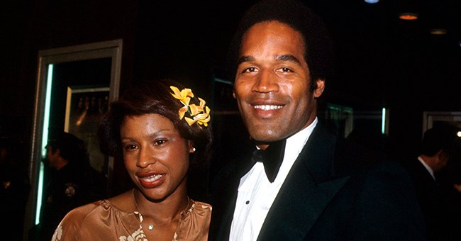 O.J. Simpson and wife Marguerite (Whitley) Simpson pose for a portrait at a movie premiere in 1977 in Los Angeles, California | Photo: Getty Images
