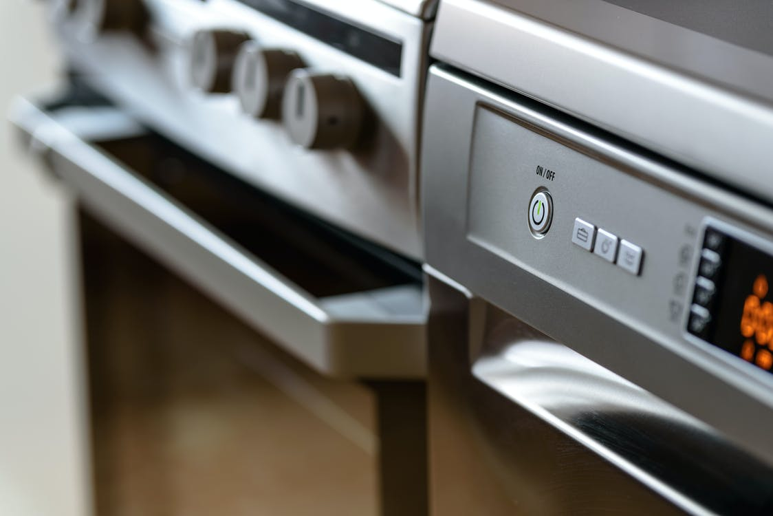 A photo of a modern oven. | Photo: Pexels