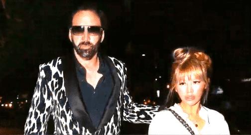 Nicolas Cage und Erika Koike | Quelle: YouTube/ HAKUHO