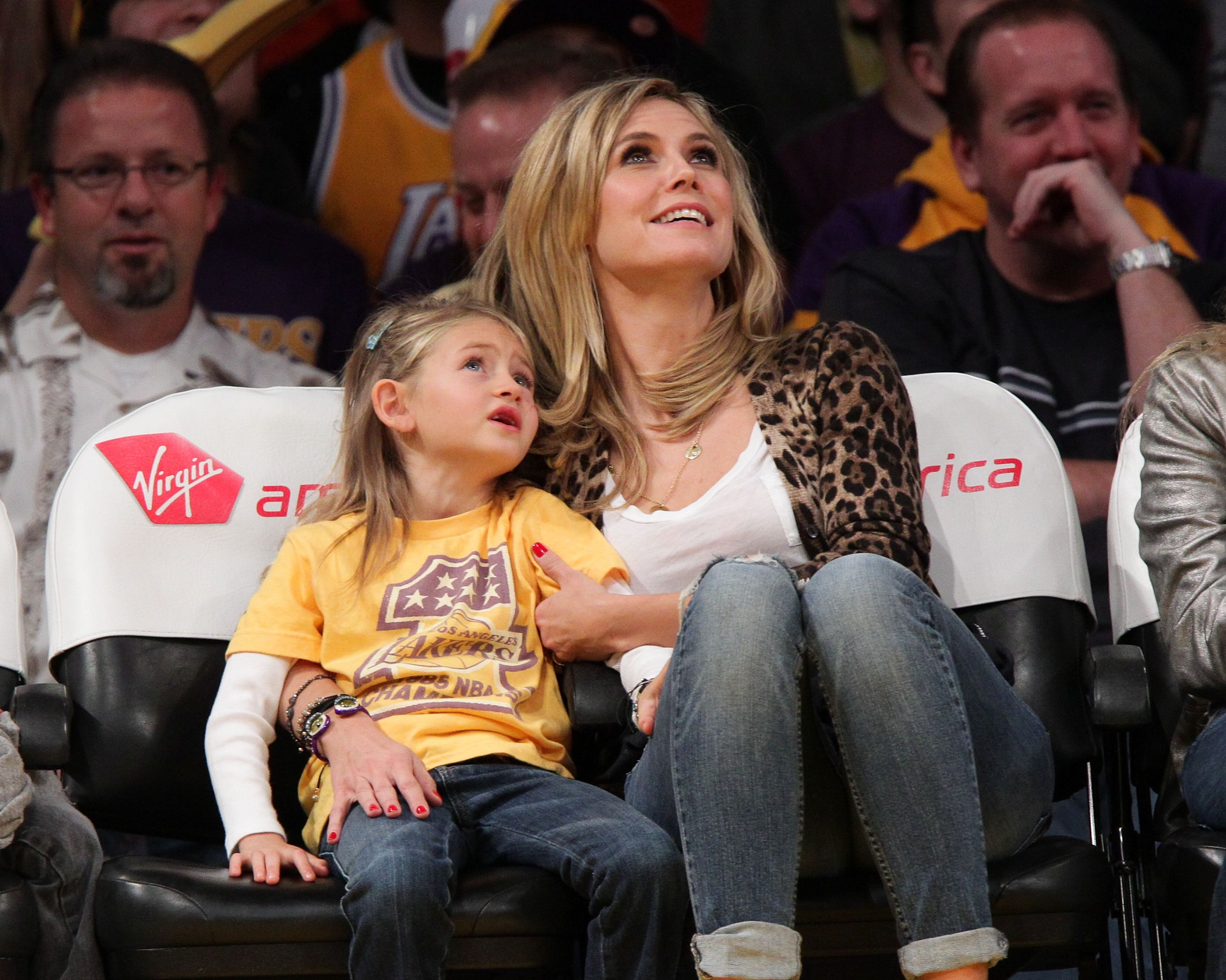 Heidi Klum and her daughter Leni Samuel at a game at Staples Center on January 7, 2011, in Los Angeles, California   Photo: Noel Vasquez/Getty Images