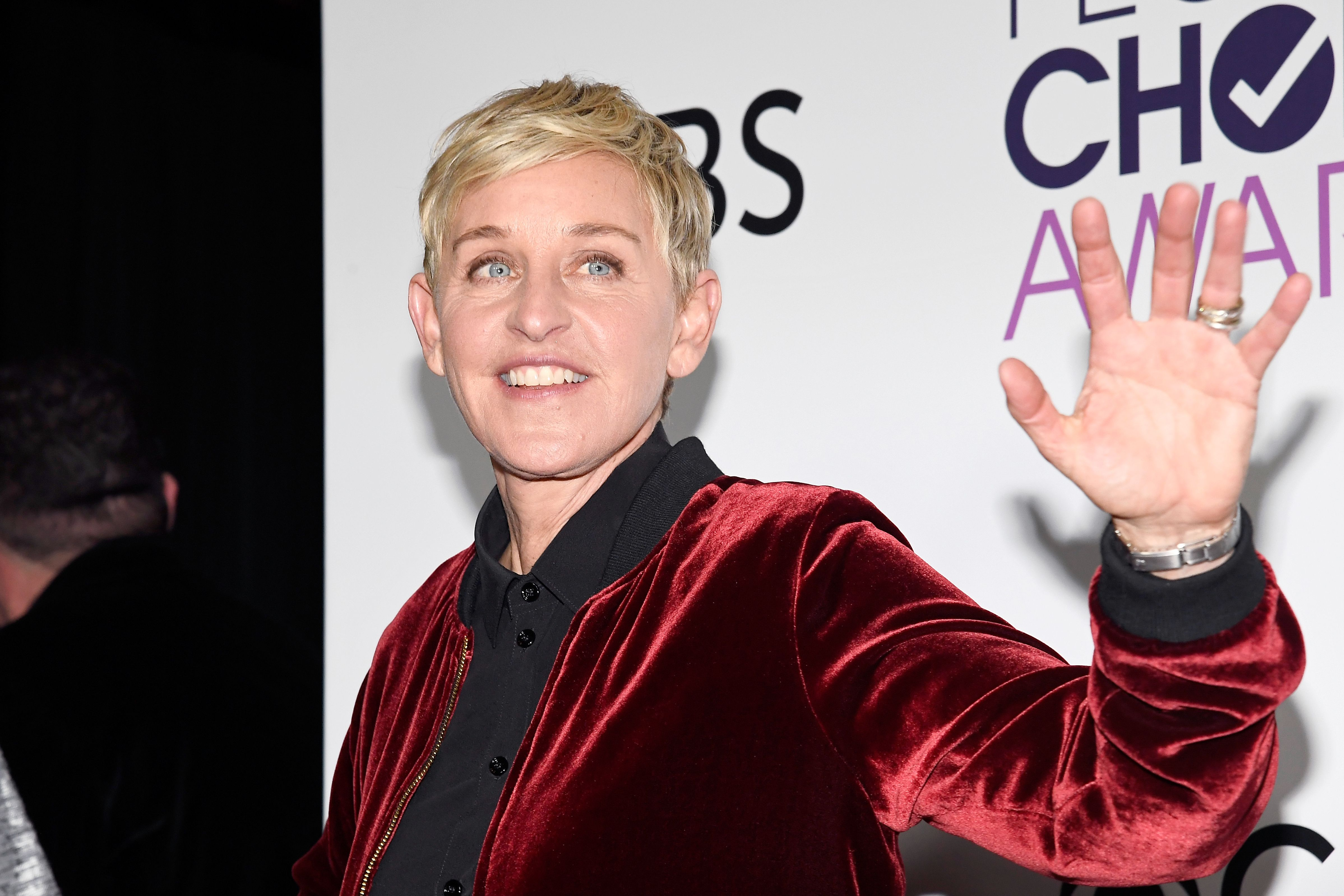 Ellen Degeneres poses in the press room during the People's Choice Awards on January 18, 2017 | Photo: Getty Images