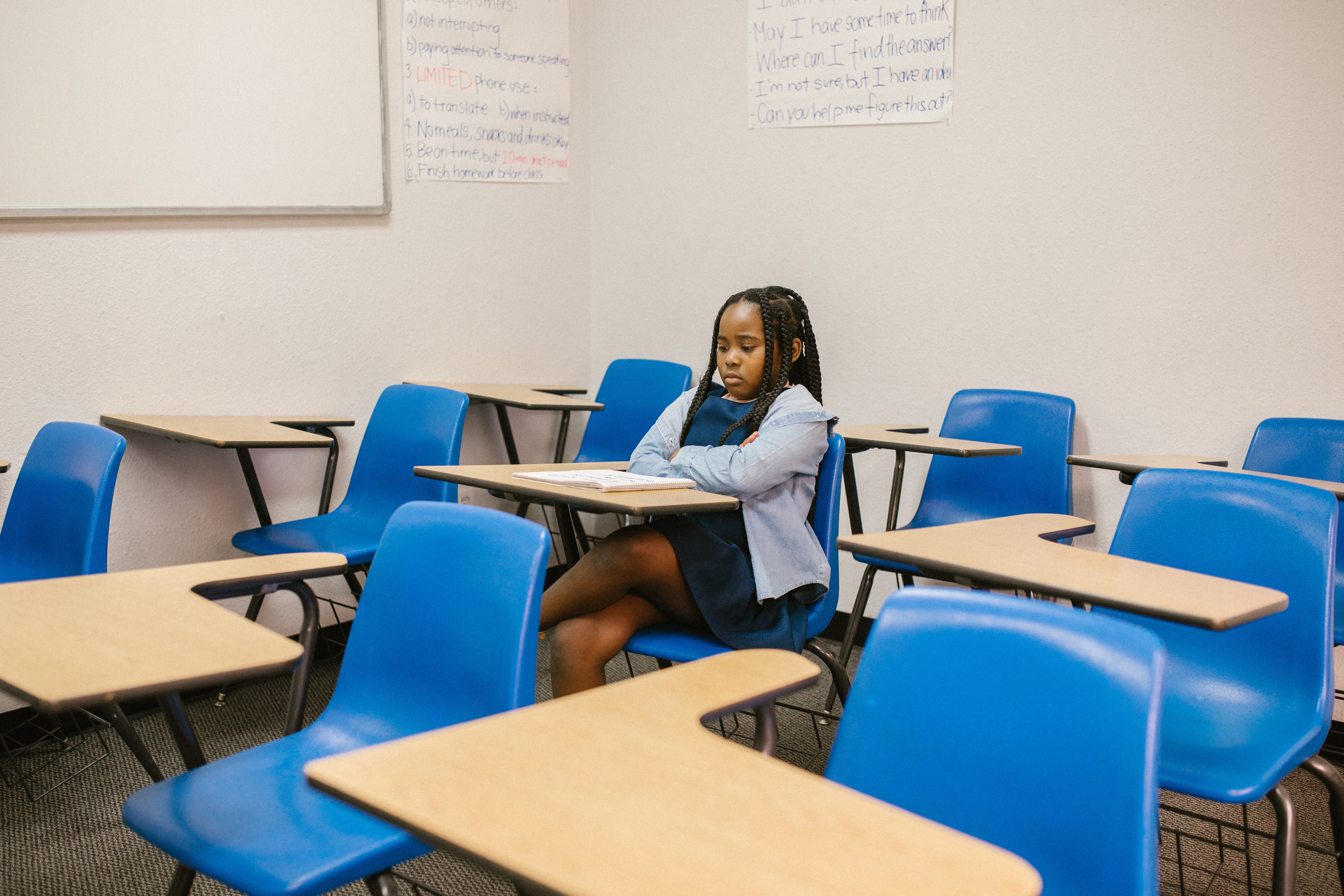 The student sat on her seat, looking gloomy. | Photo: Pexels/RODNAE Productions