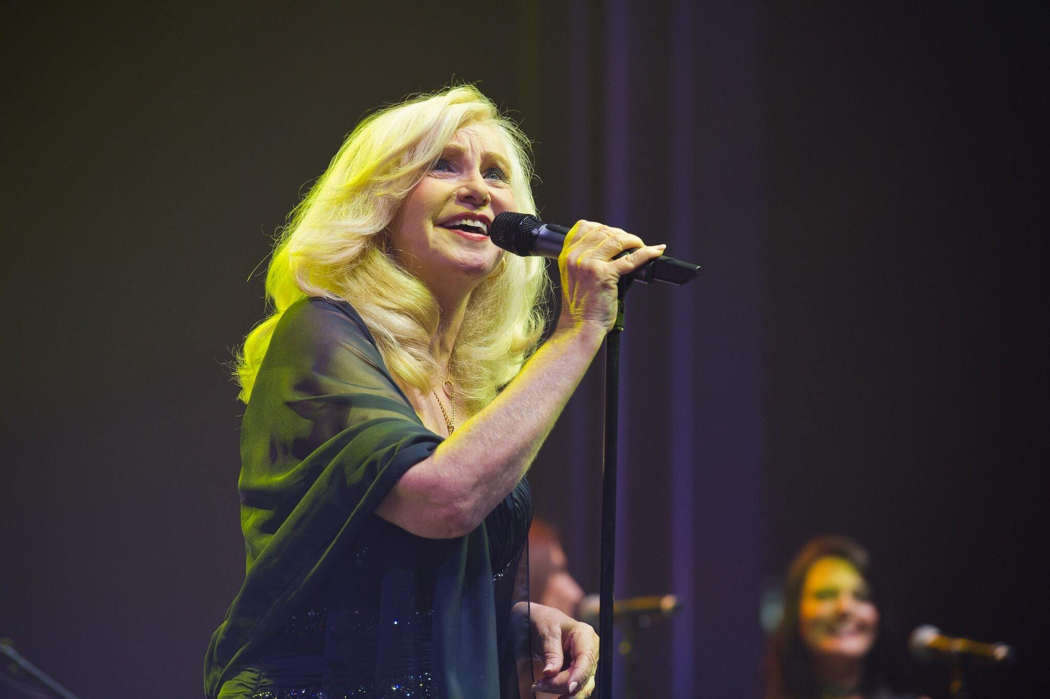 Michèle Torr toujours sur scène. l Source: Getty Images