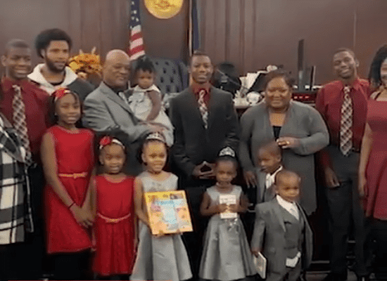 Lamont Thomas and his foster kids | Photo: Twitter/Good Morning America