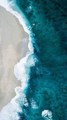 une vague d'ocean. | Photo : Unsplash