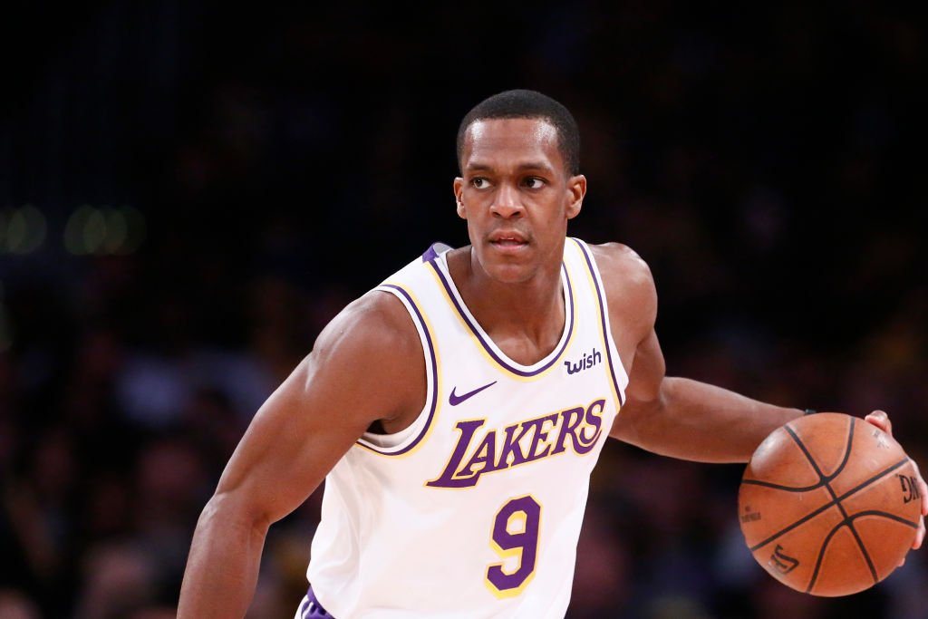 Rajon Rondo handles the ball against the Phoenix Suns on January 27, 2019 at STAPLES Center in Los Angeles | Photo: Getty Images