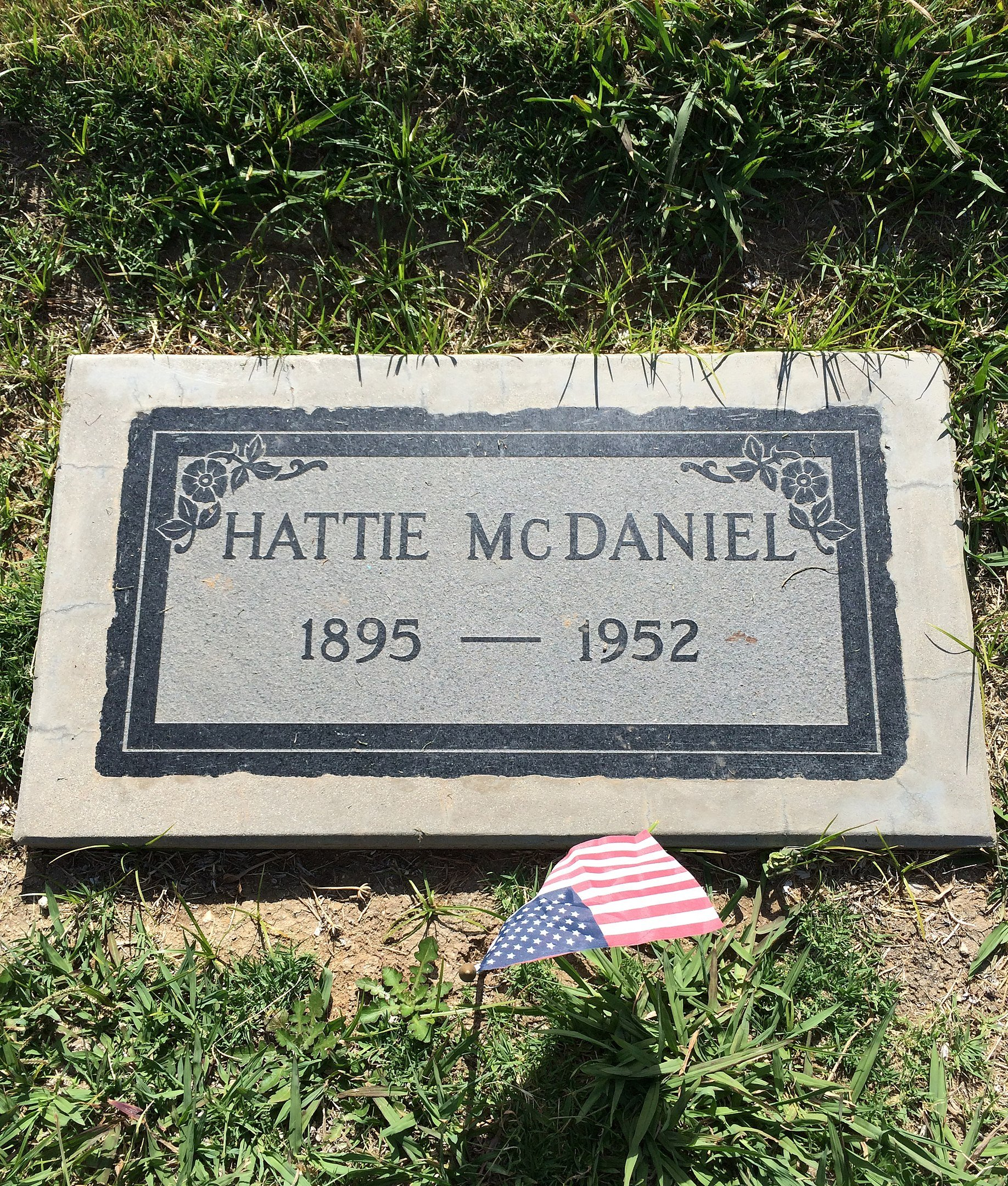 Grave of Hattie McDaniel at Angelus Rosedale Cemetery, Los Angeles, California, USA | Photo: Wikimedia Commons Images