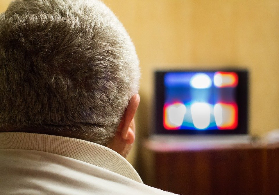 A man watching a television show. | Photo: Pixabay