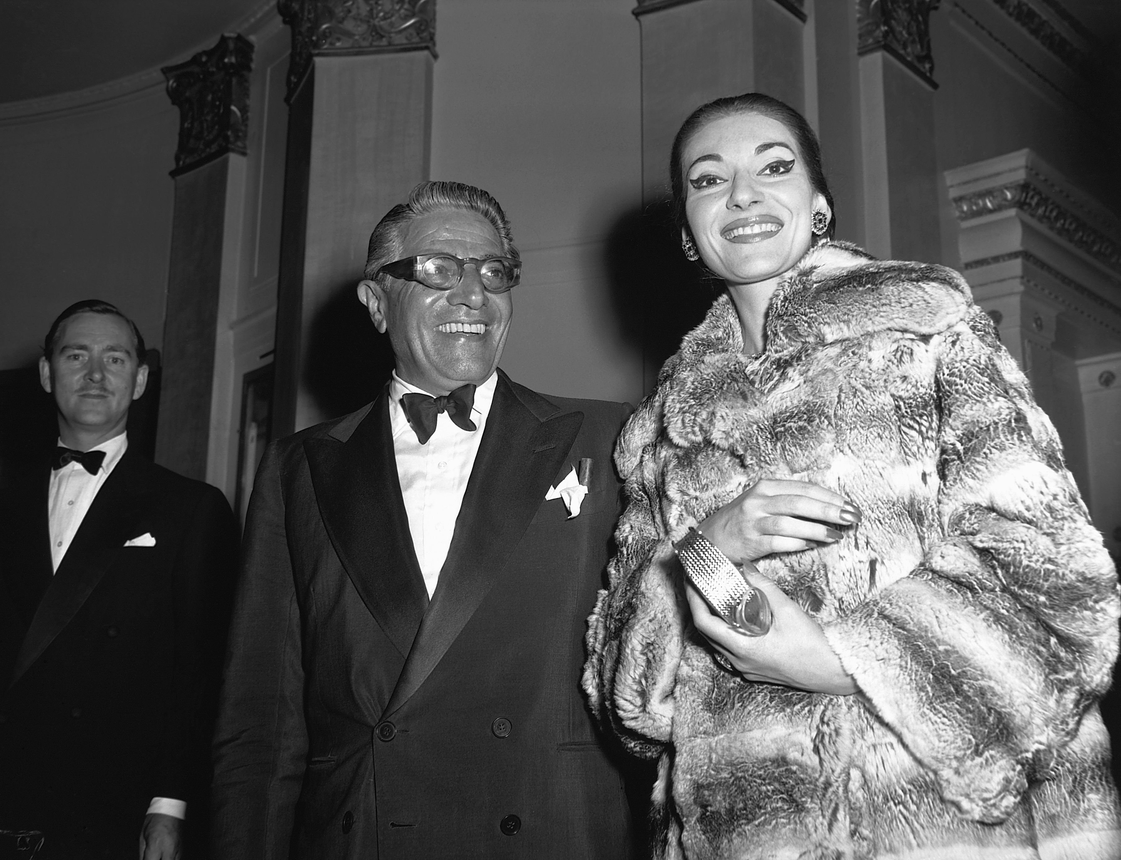 Greek shipping tycoon Aristotle Onassis with opera singer Maria Callas on June 21, 1959 | Photo: © Hulton-Deutsch Collection/Corbis/Getty Images