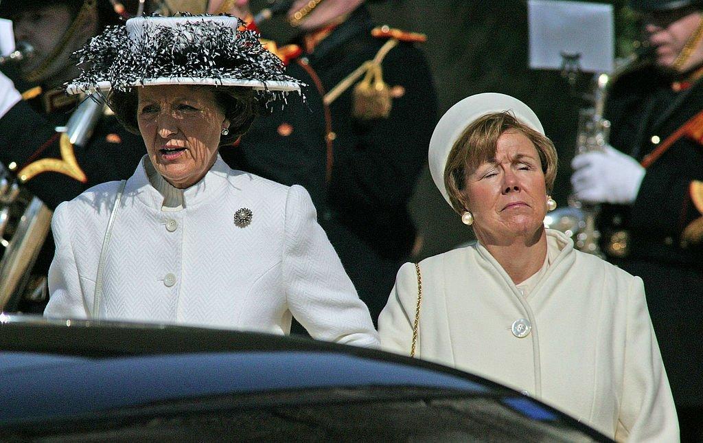 La princesa Margarita y la princesa Cristina en el funeral de la princesa Juliana, el 30 de marzo de 2004 en Delft, Holanda. | Imagen: Getty Images