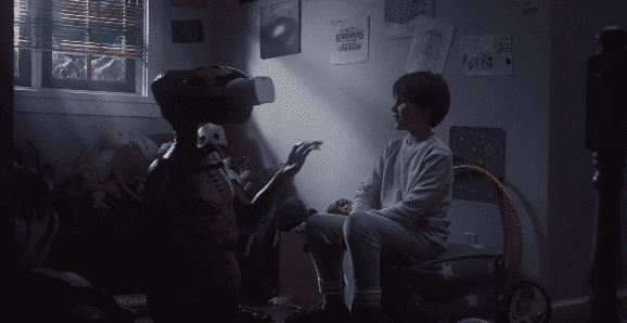 E.T. is introduced to VR technology by Elliot's son. | Source: YouTube/Xfinity.
