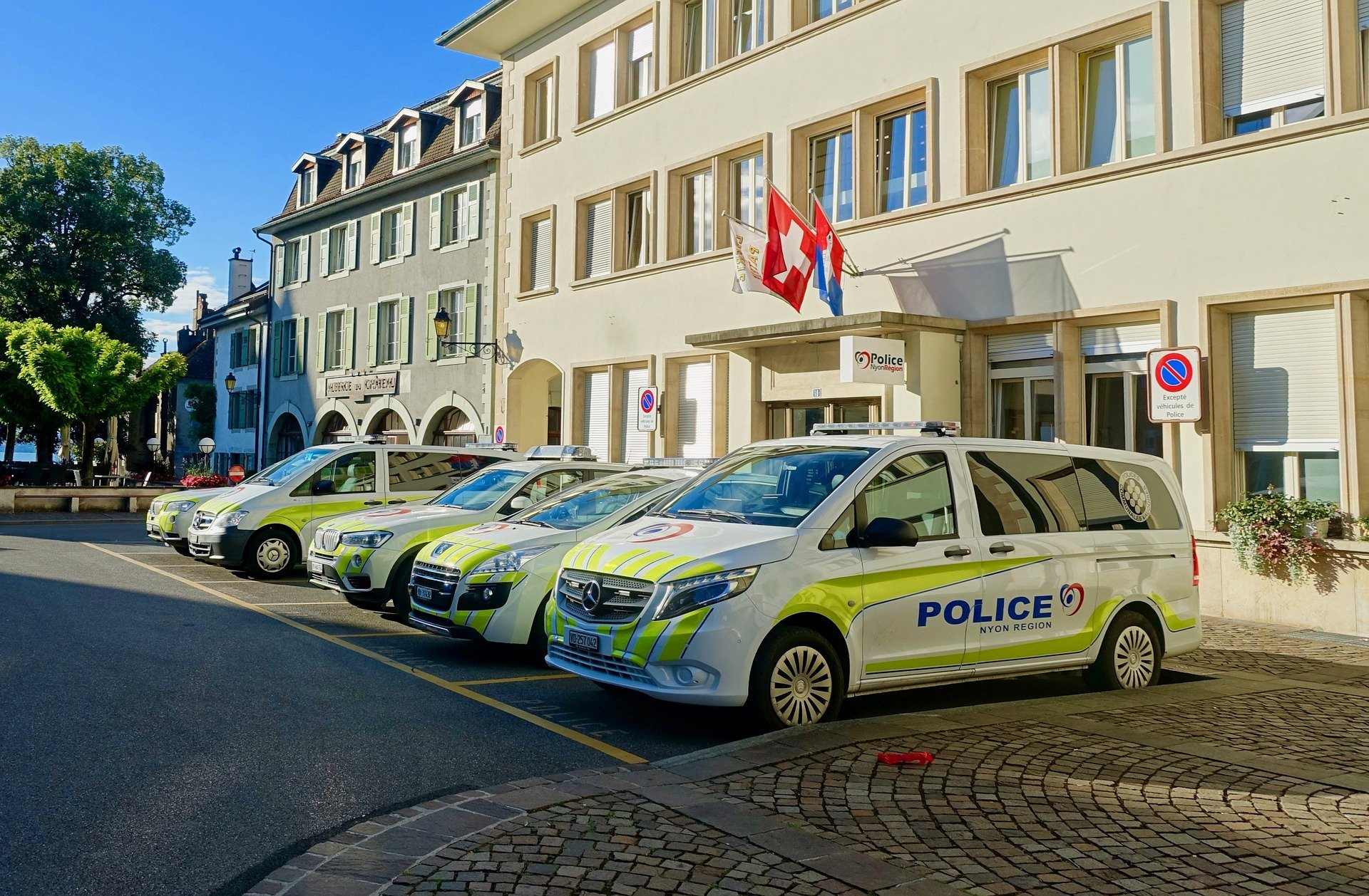 Pictured - A photo of police vehicles parked outside the police station   Source: Pixabay