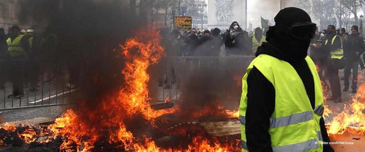 Gilets jaunes : les clichés les plus dramatiques de la manifestation, organisée ce week-end à Paris
