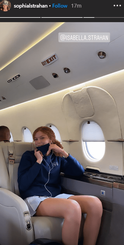 Isabella Strahan posing for a photo in an airplane I Photo: Instagram/@sophialstrahan