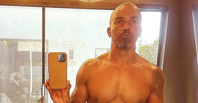 Shemar Moore Can't Stop, Won't Stop Showing off His Chiseled Abs & Tattoos in a Shirtless Snap