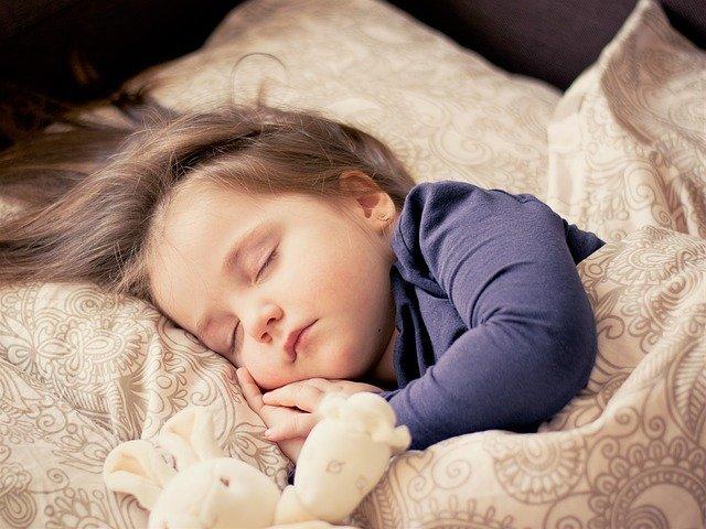 Niña dormida. Fuente: Pixabay