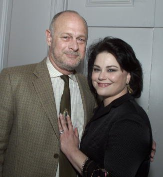 Gerald McRaney and Delta Burke at the Beverly Hilton Hotel in Beverly Hills, Ca. 5/11/01. | Photo: Getty Images