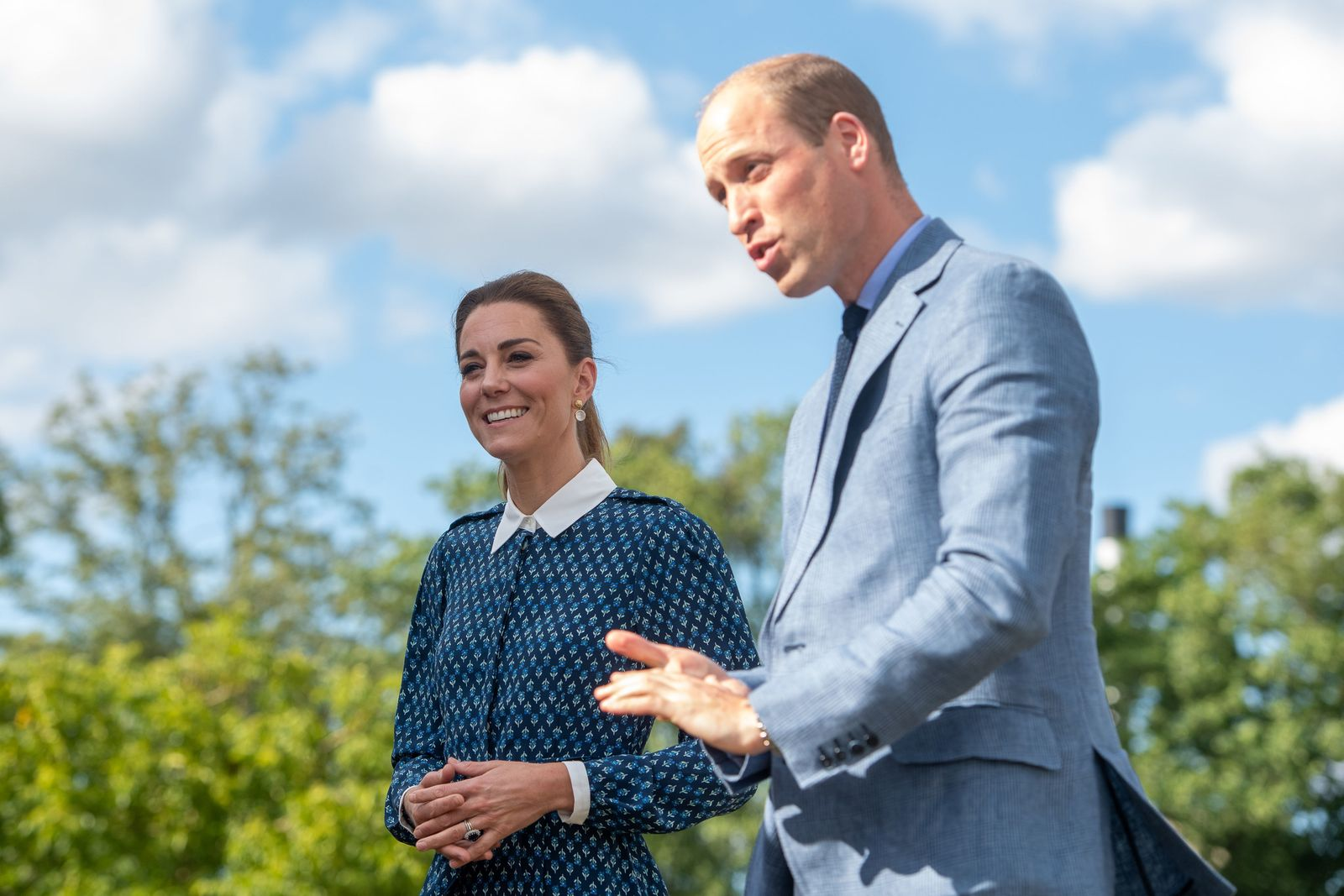 Duchess Kate and Prince William visit the Queen Elizabeth Hospital in King's Lynn on July 5, 2020, in Norfolk, England | Photo: Joe Giddens - WPA Pool/Getty Images
