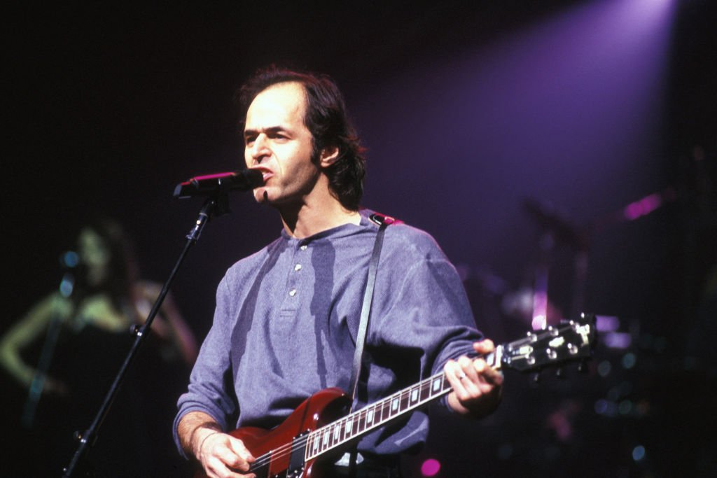 Jean-Jacques Goldman lors du concert de Céline Dion au Midem à Cannes en janvier 1996, France. | Photo : Getty Images